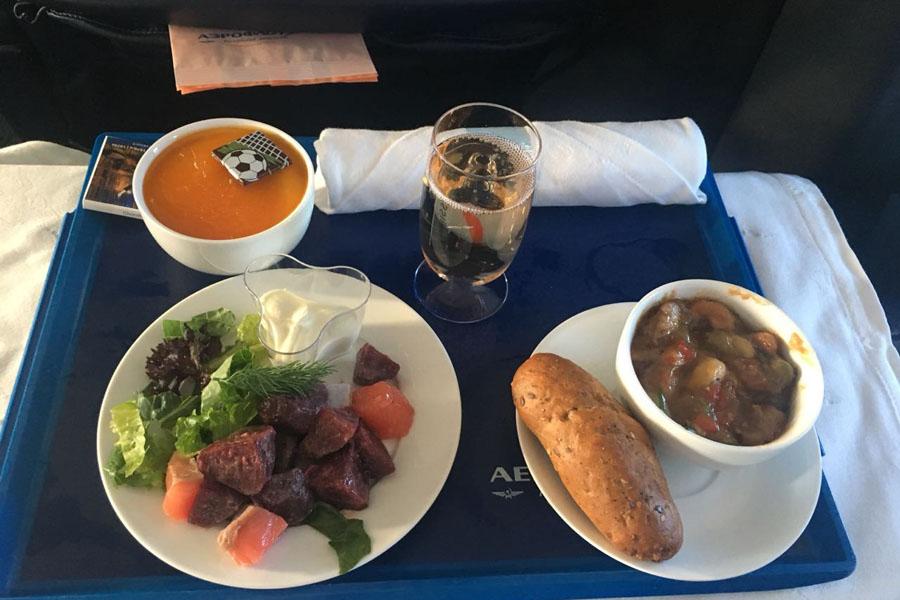 Ужин в бизнес классе на рейсе Минск Москва в Аэрофлоте