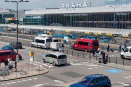 Вид на стоянку у аэропорта Праги