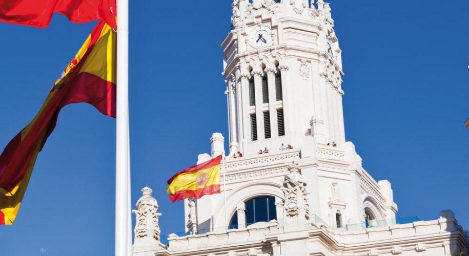 Испанские флаги в Мадриде