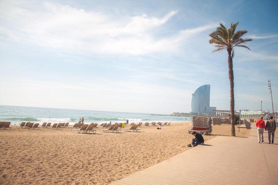 Пляж Барселонета в Барселоне