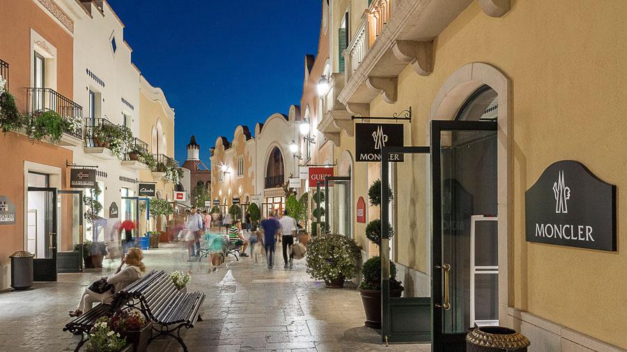 Покупки в La Roca Village (скидки до 60%)