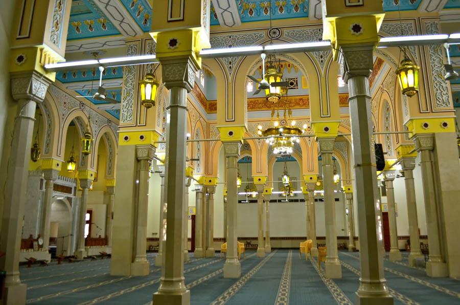 Интерьер мечети Джумейра в Дубай