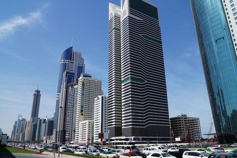 Трафик на дороге Шейха Заеда в Дубай