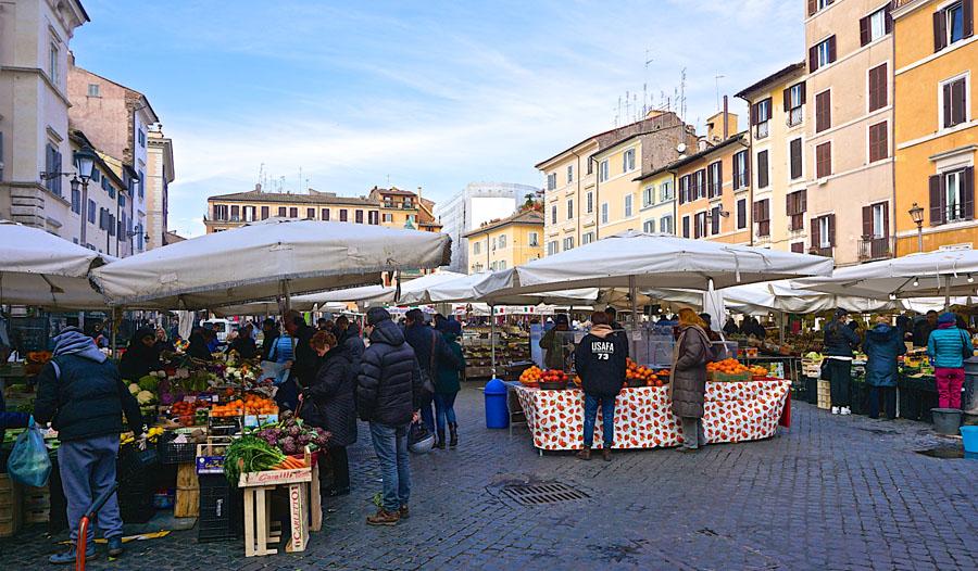 Кампо деи Фиори в Риме