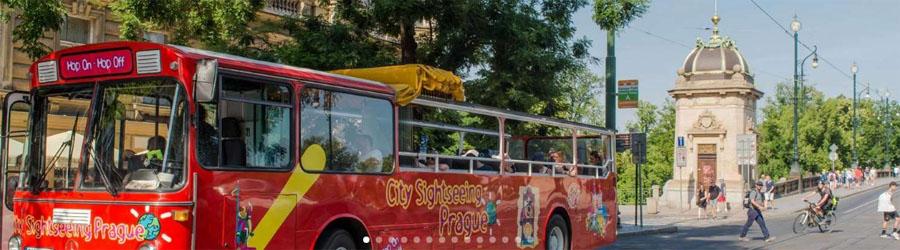 Туристический автобус в Праге