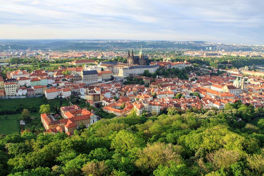 Полет на самолете над Прагой