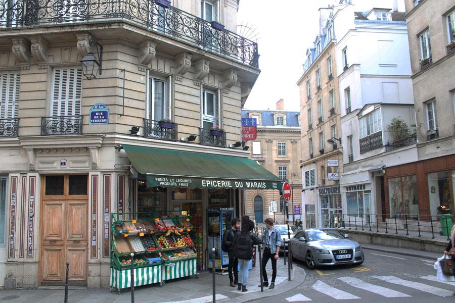 Улица в квартале Маре в Париже