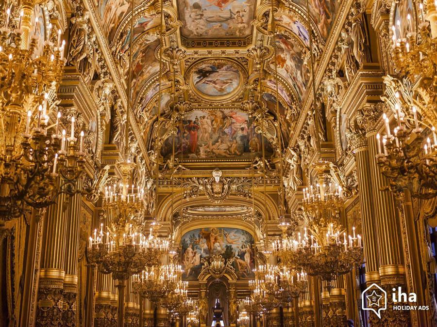 Интерьер Оперы Гарнье в Париже