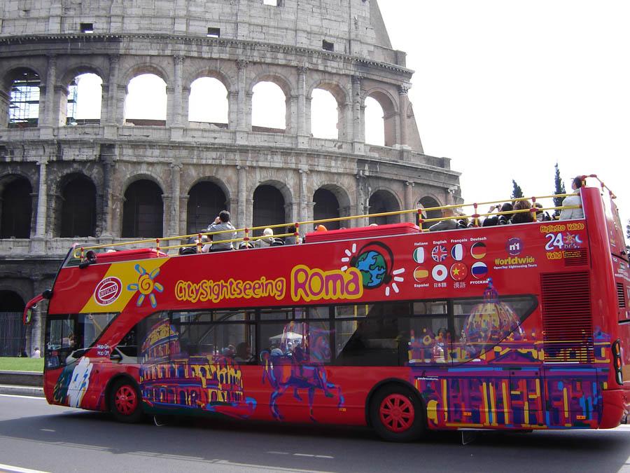 Туристический автобус у Колизея