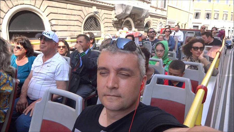 Туристический автобус возле Ватикана