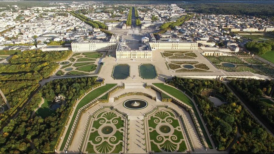 Версальский дворец с высоты птичьего полета