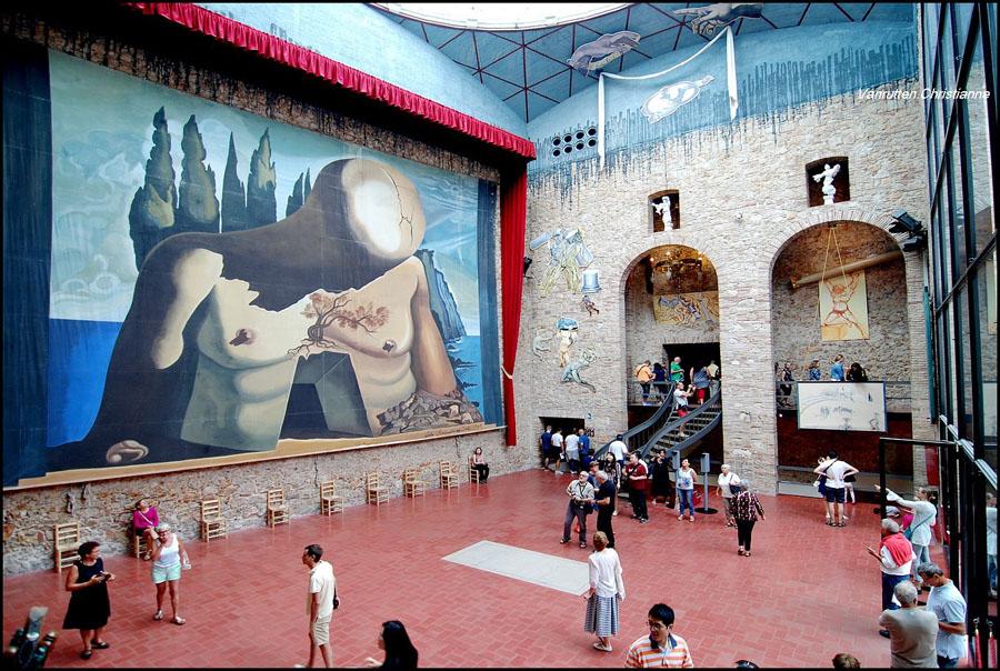 Театр-музей Сальвадора Дали в Жироне