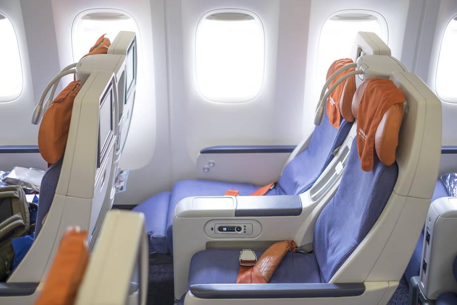 Салон комфорт класса в Боинге 777-300 Аэрофлота