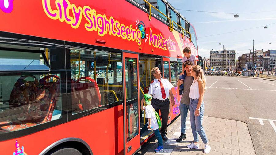 Красный маршрут красного автобуса в Амстердаме