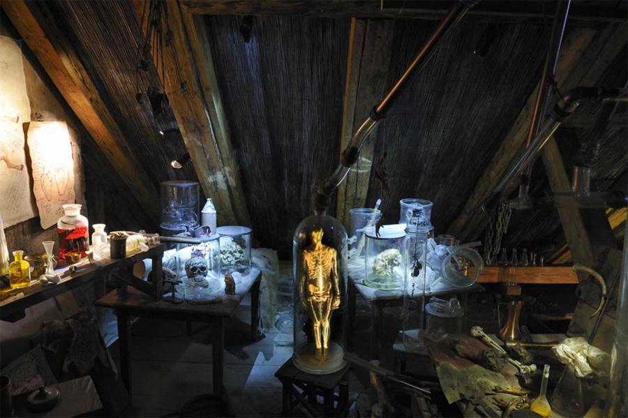 Интерьер музей алхимоков