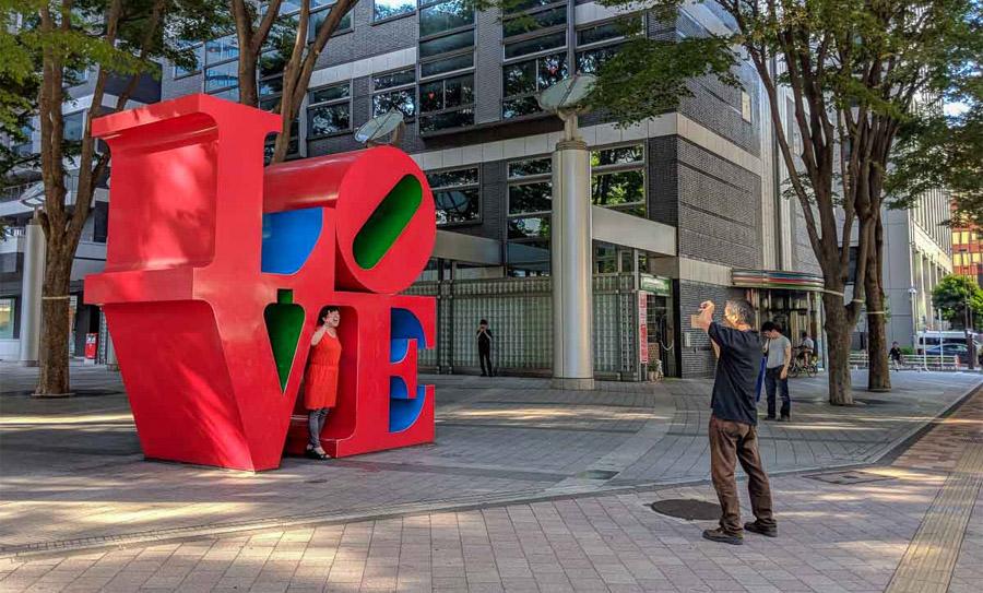 Символ Love в Токио