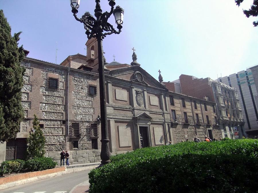 монастырь Дескальсес Реалес