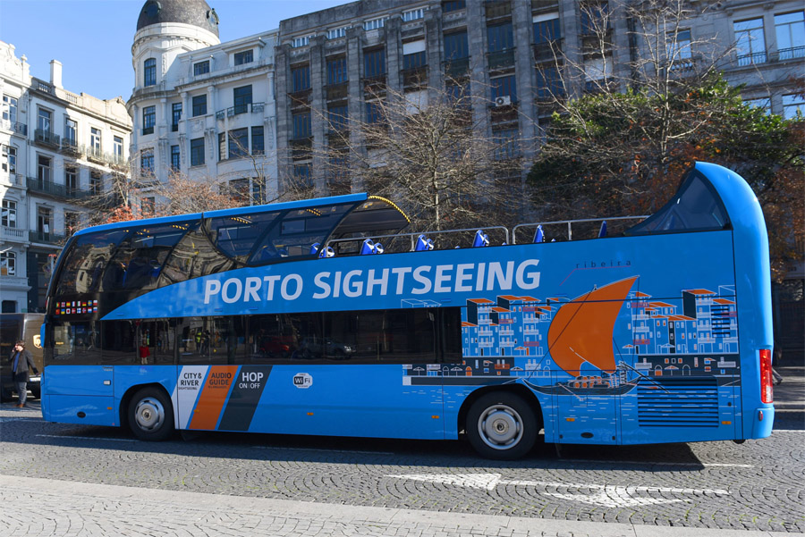 Синий автобус в Порту