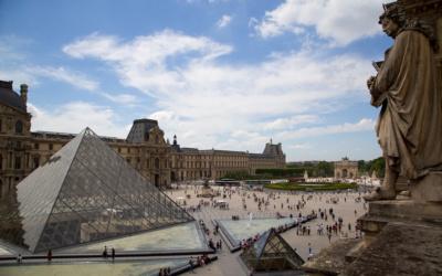 Площадь в Лувре
