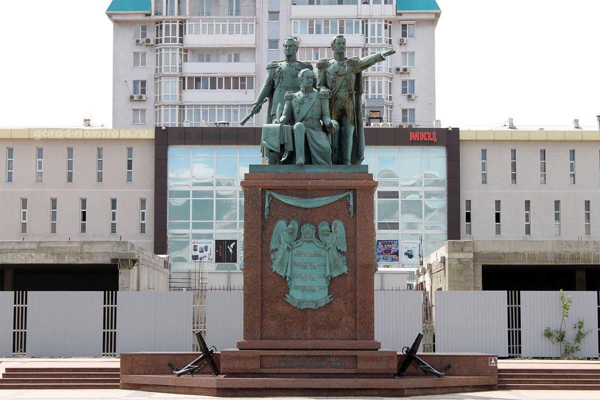 Памятнимк основателям Новороссийска